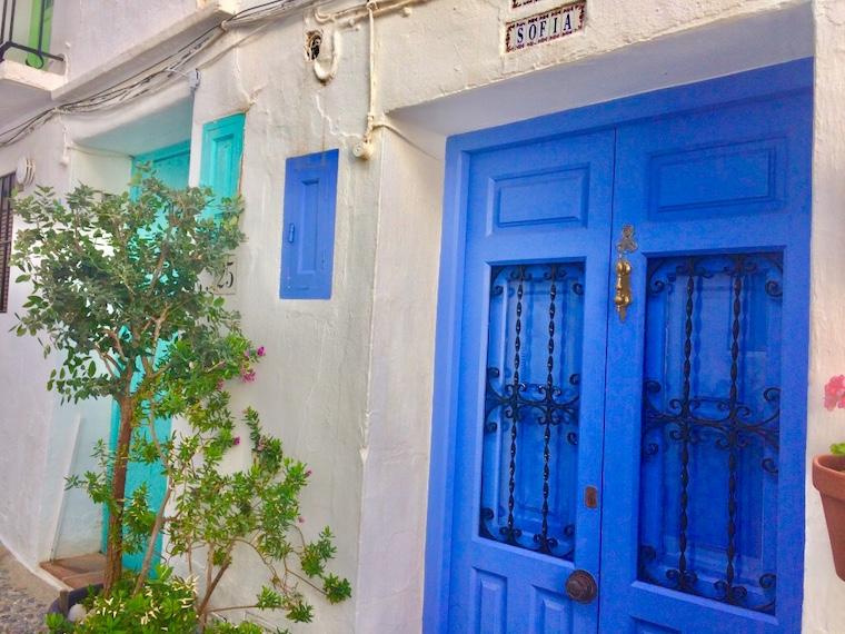 スペイン一美しい村フリヒリアナの家のドア