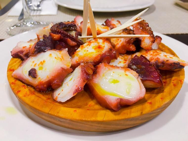 カルバジーニョのレストラン「Fuchela」のタコのガリシア風