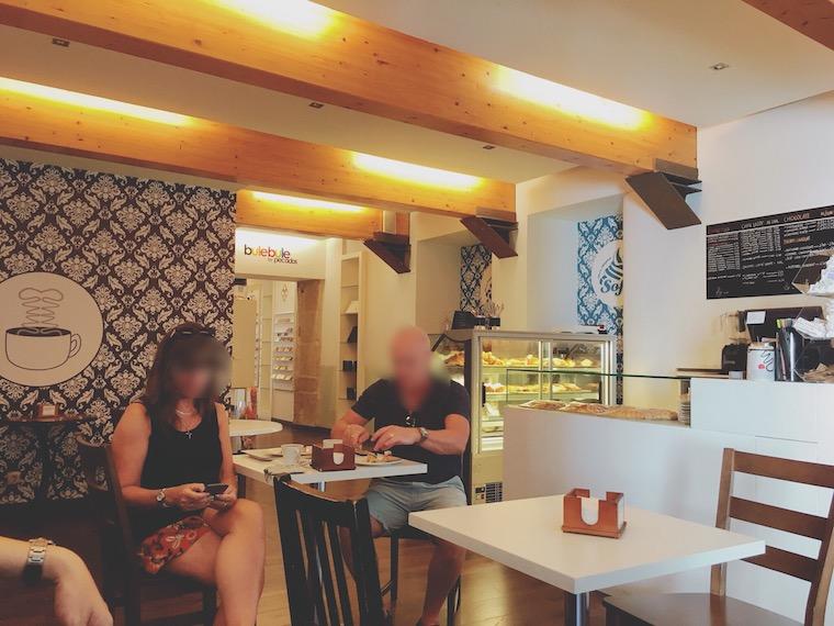 サンティアゴデコンポステーラの「Mercedes Mora」のカフェ店内