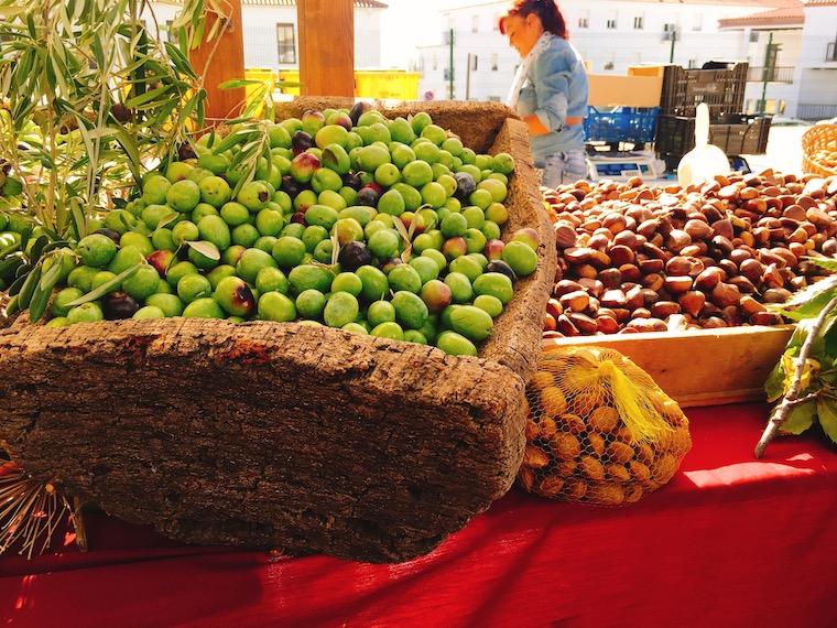 アラセナの生ハム祭りで売られていたオリーブと栗