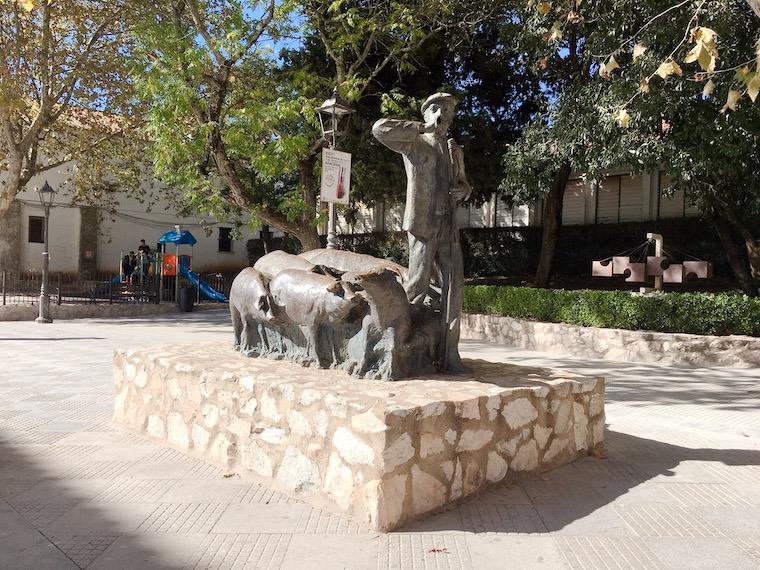 アラセナの村にある銅像