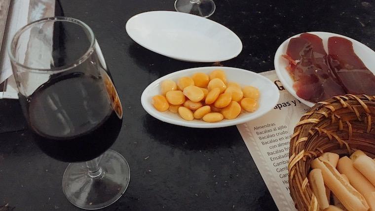 セビリアのローカルなボデガバル『Bodega Mateo Ruiz』でシェリー酒とタパス