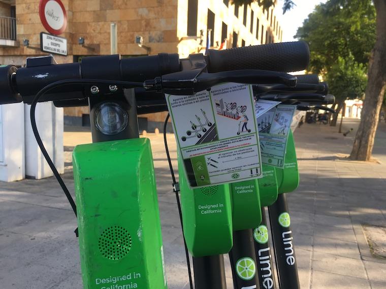 セビリアのシェア電動キックボード「Lime-S」