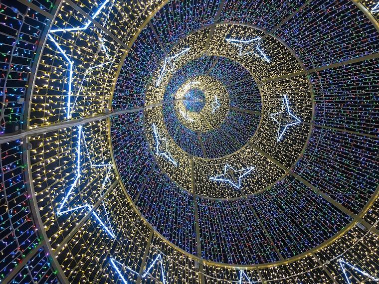 セビリアのクリスマスイルミネーション2019ツリーの中
