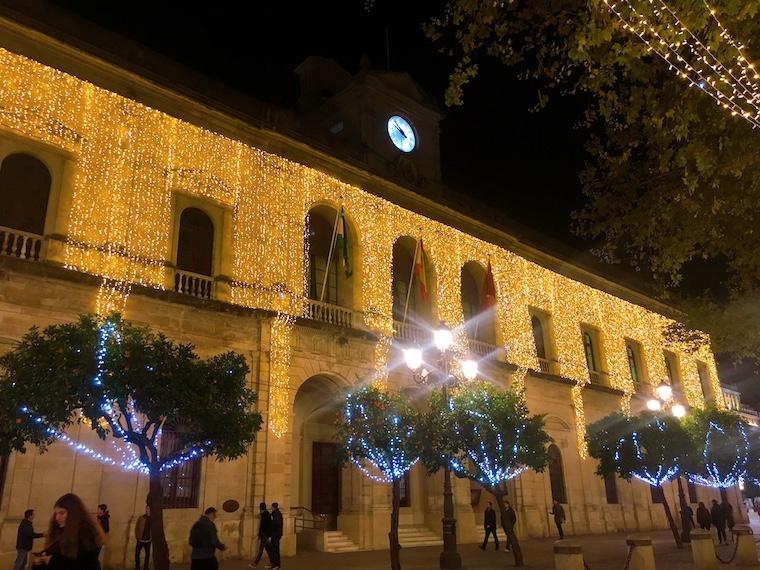 セビリアのクリスマスイルミネーション2019市役所前