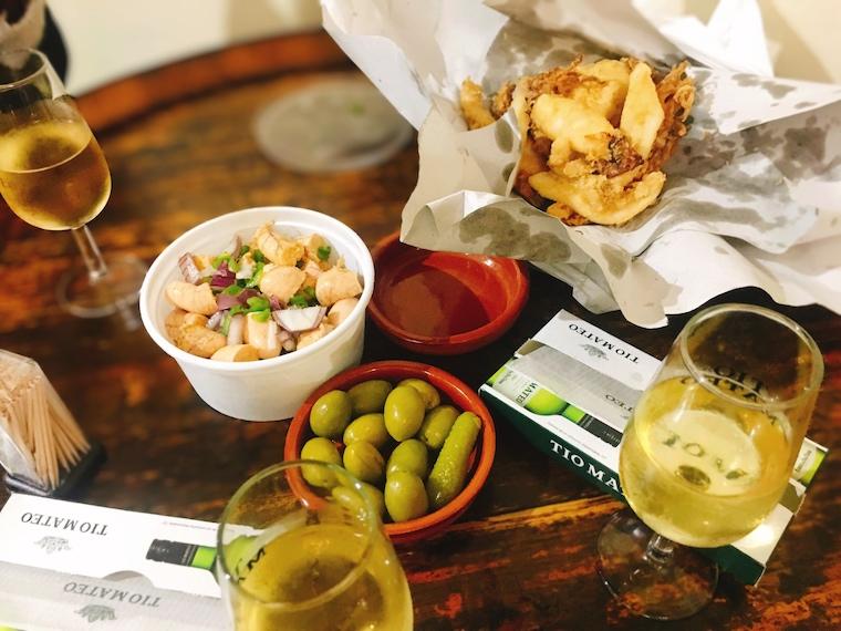 ヘレスのタバンコ「vinoteca jerezana」とフライ