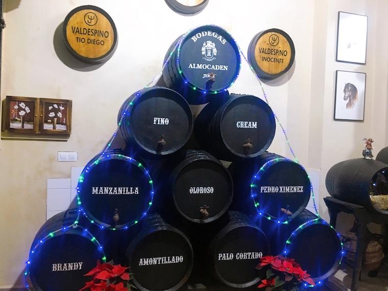 ヘレスのタバンコ「vinoteca jerezana」の店内の樽