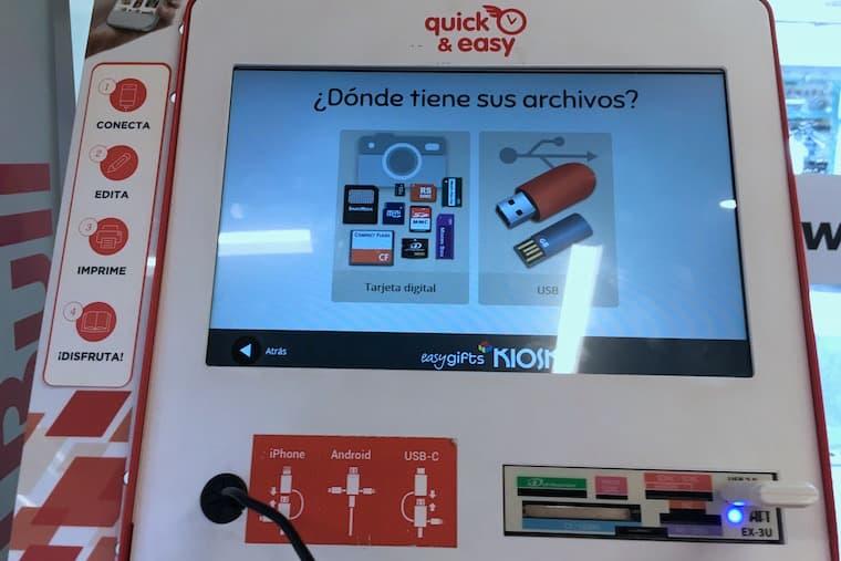 スペインのプリント機で証明写真をプリント