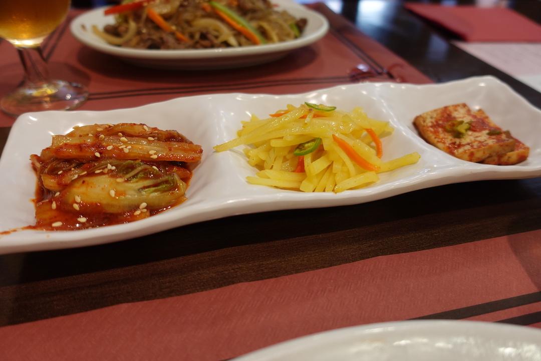 セビリアの韓国料理レストラン「MOON」の付け合わせ