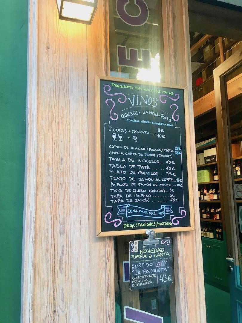 セビリアのワインバー「lama la uva」のメニュー