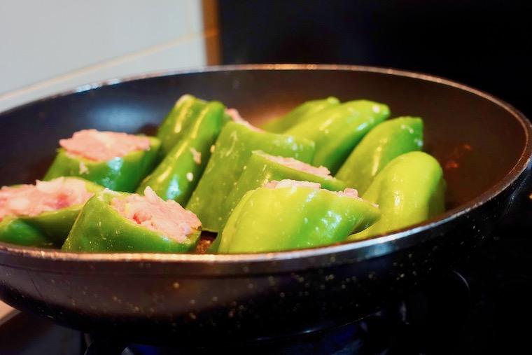 スペインで作るピーマンの肉詰め