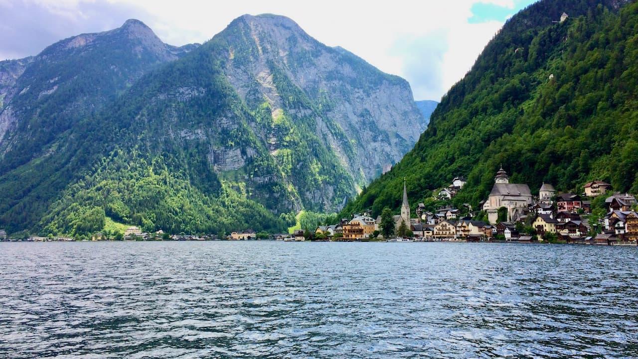 ハルシュタット観光 !オーストリア湖水地方の美しい町と遊覧船