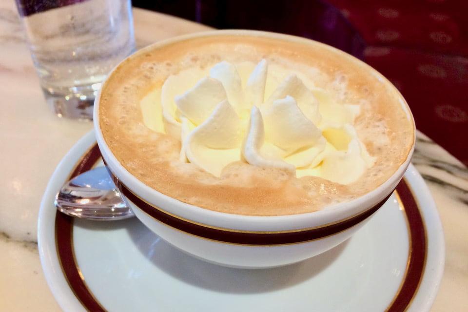 ザッハーカフェのウィンナーコーヒー