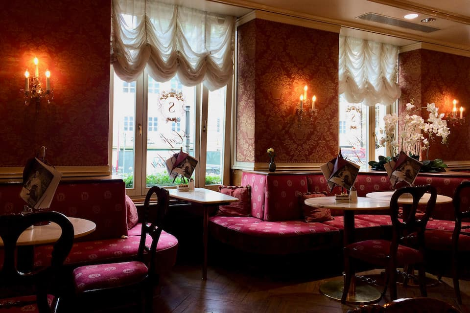 ザルツブルクのホテルザッハーのカフェ